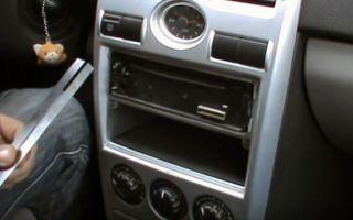 Как снять магнитолу из панели в машине самостоятельно: пошаговое руководство