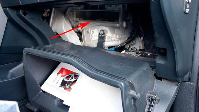 Замена салонного фильтра автомобиля своими руками