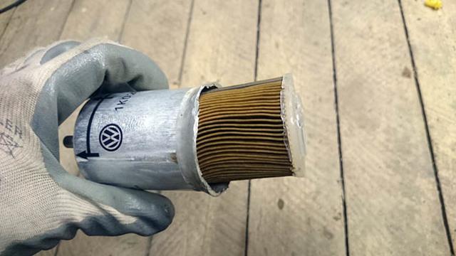 Как заменить топливный фильтр Лада Калина своими руками.Установка новой сеточки бензонасоса