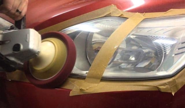 Восстановление фар автомобиля: ремонт и замена стекла, чем приклеить крепления, как убрать трещины