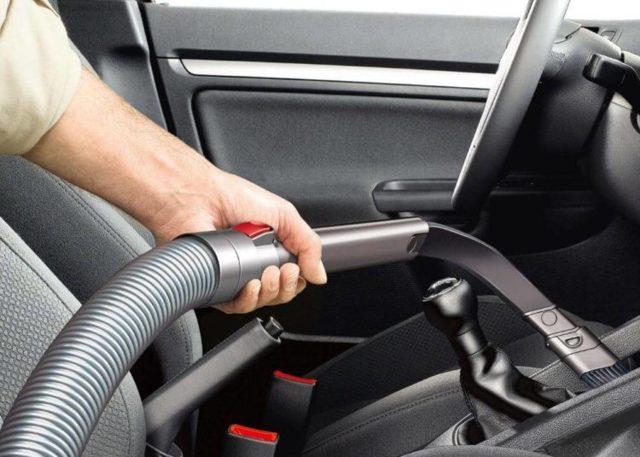 Почему машина бьет током при выходе: причины и устранение проблемы