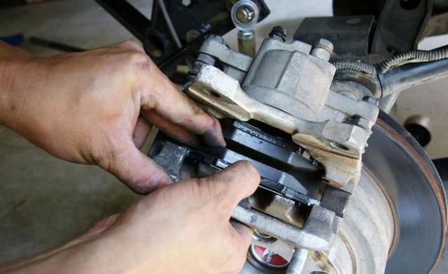 Как и когда менять колодки тормозные: описание, особенности замены и рекомендации