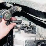 Автоклассика: как прокачать сцепление на ВАЗ 2107 и отрегулировать его механизмы?