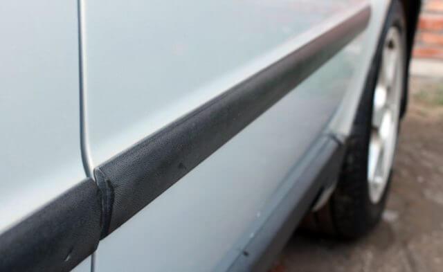Как и чем приклеить молдинги на дверь автомобиля - советы и рекомендации