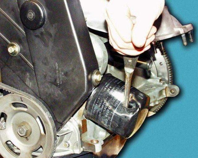 Как легко открутить масляный фильтр без ключа: фото- и видеообзор