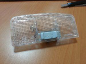 Плафон освещения салона Приоры: отличия блоков, ламп и правила замены