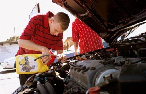 Что заливают в радиатор своего автомобиля знающие водители? + видео