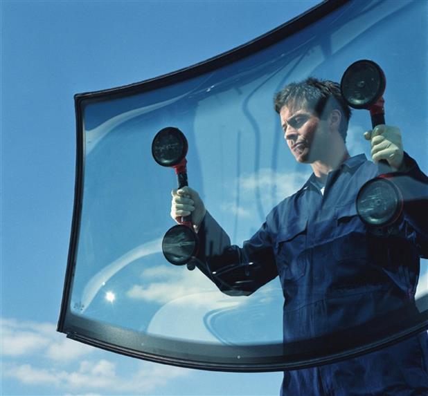 Как заменить лобовое стекло своими руками: демонтаж, подготовка и установка, что нужно для процедуры