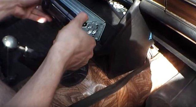 Пошаговое руководство, как снять магнитолу из панели в машине самостоятельно