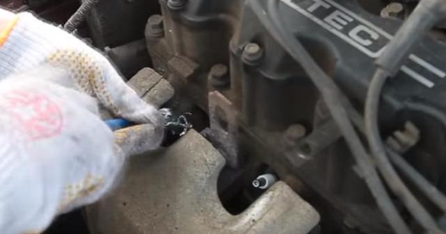 Почему возникает детонация двигателя после выключения зажигания: причины и устранение