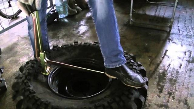 Как разбортировать бескамерное колесо на ваз самому