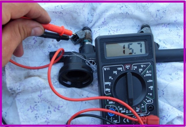 Как снять рампу и проверить форсунки ВАЗ-2107-20