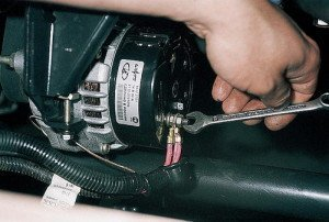 Замена регулятора напряжения генератора ваз 2110 своими руками
