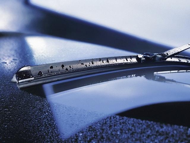 Почему скрипят дворники по стеклу? Как устранить скрип дворников?