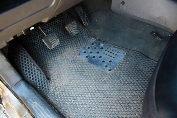 Ворсовые коврики в салон автомобиля: в чем преимущество, отзывы