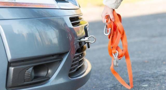 Буксировка автомобиля с АКПП с неработающим двигателем зимой: видео