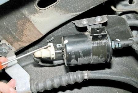 Самостоятельная замена топливного фильтра на Шевроле Лачетти
